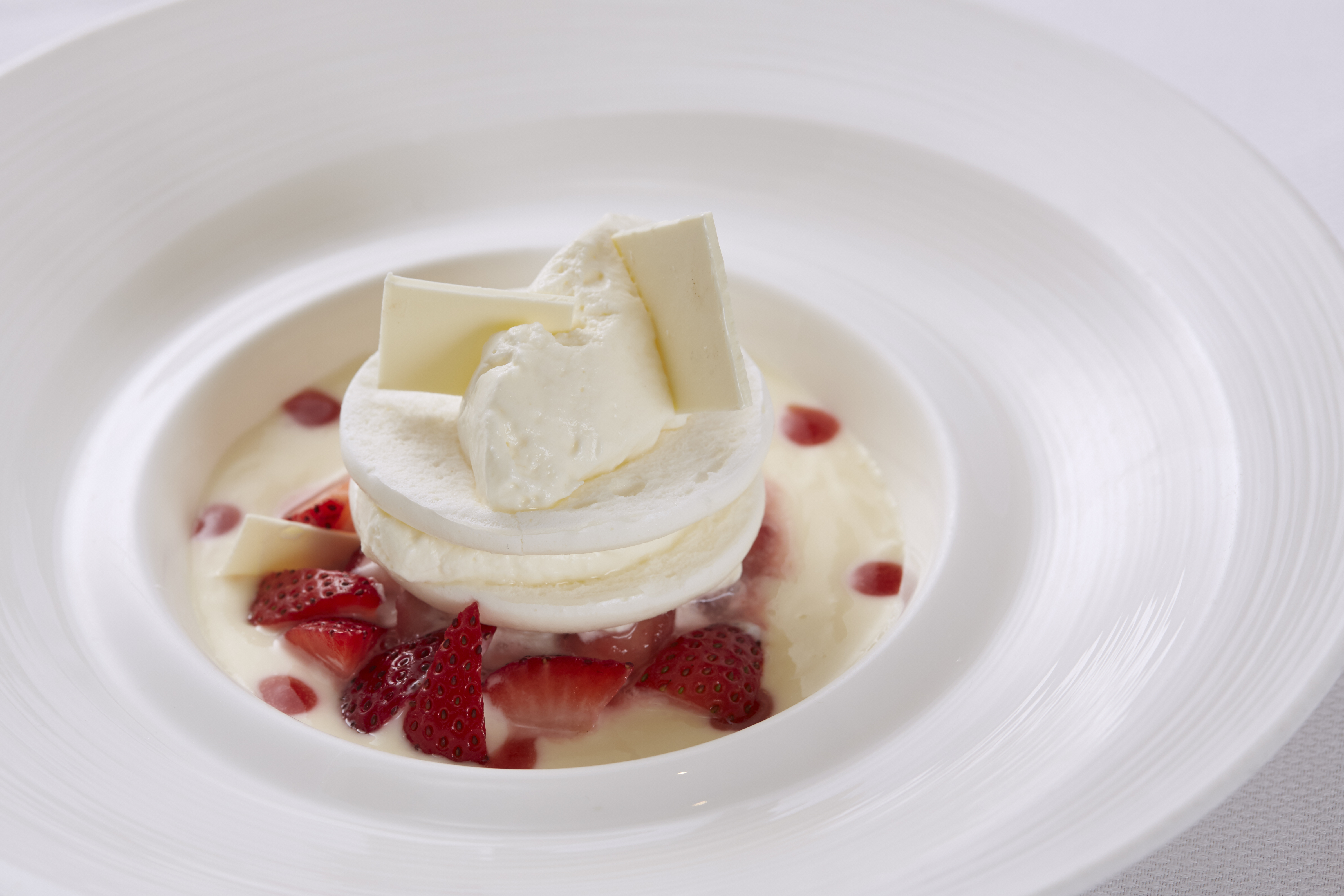 (Lighthouse-Strawberry Compote, Meringue, Vanilla Chantilly_13393-Food-Photography-Singapore_